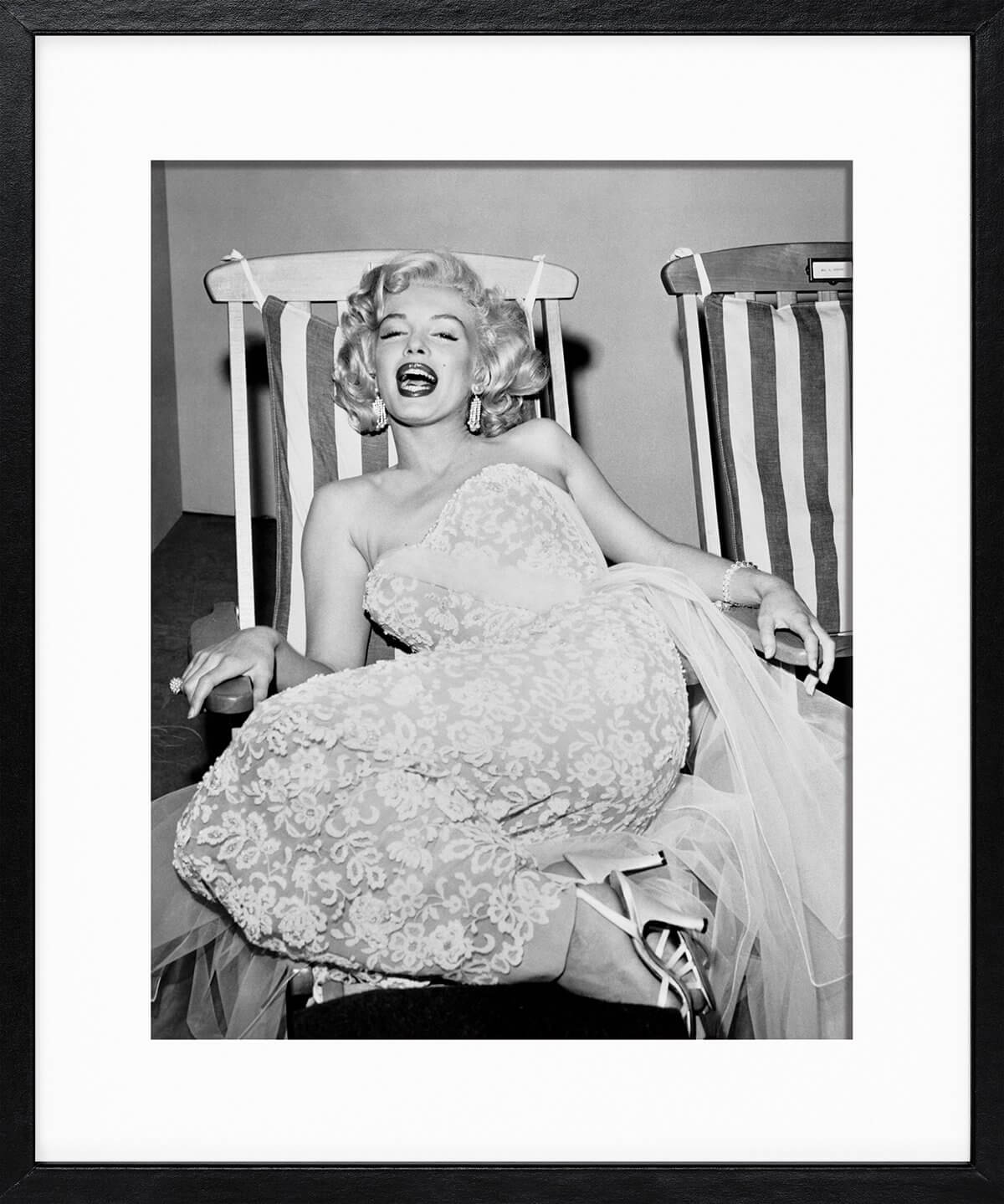Frank Worth: Marilyn Monroe in deckchair 1955